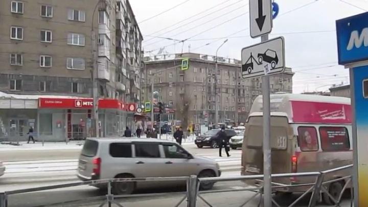 На площади Калинина отключились светофоры —бригадам нужно максимум два часа на ремонт
