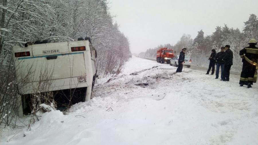 ВСвердловской области опрокинулся рейсовый автобус