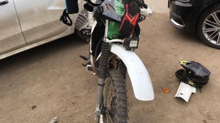 Уфимский мотоциклист открыл сезон, столкнувшись с двумя легковушками