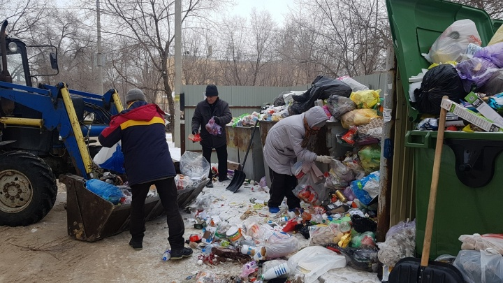 «Ситуация стабилизируется»: в Волгограде «мусорный король» отправился за помощью к частникам