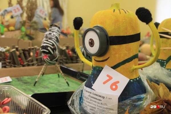 Всего на выставке представили почти 150 поделок из овощей, фруктов, веток, листиков и шишек