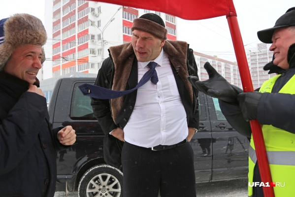 Депутат также дал старт патриотическому пробегу на снегоходах по районам Башкирии