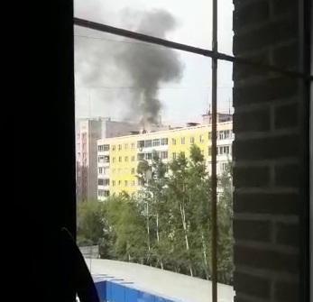 На улице Крылова горит многоэтажка