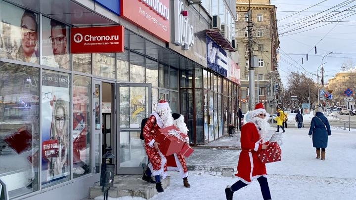 Из только что открывшегося магазина в центре вывезли часы на 2 миллиона рублей