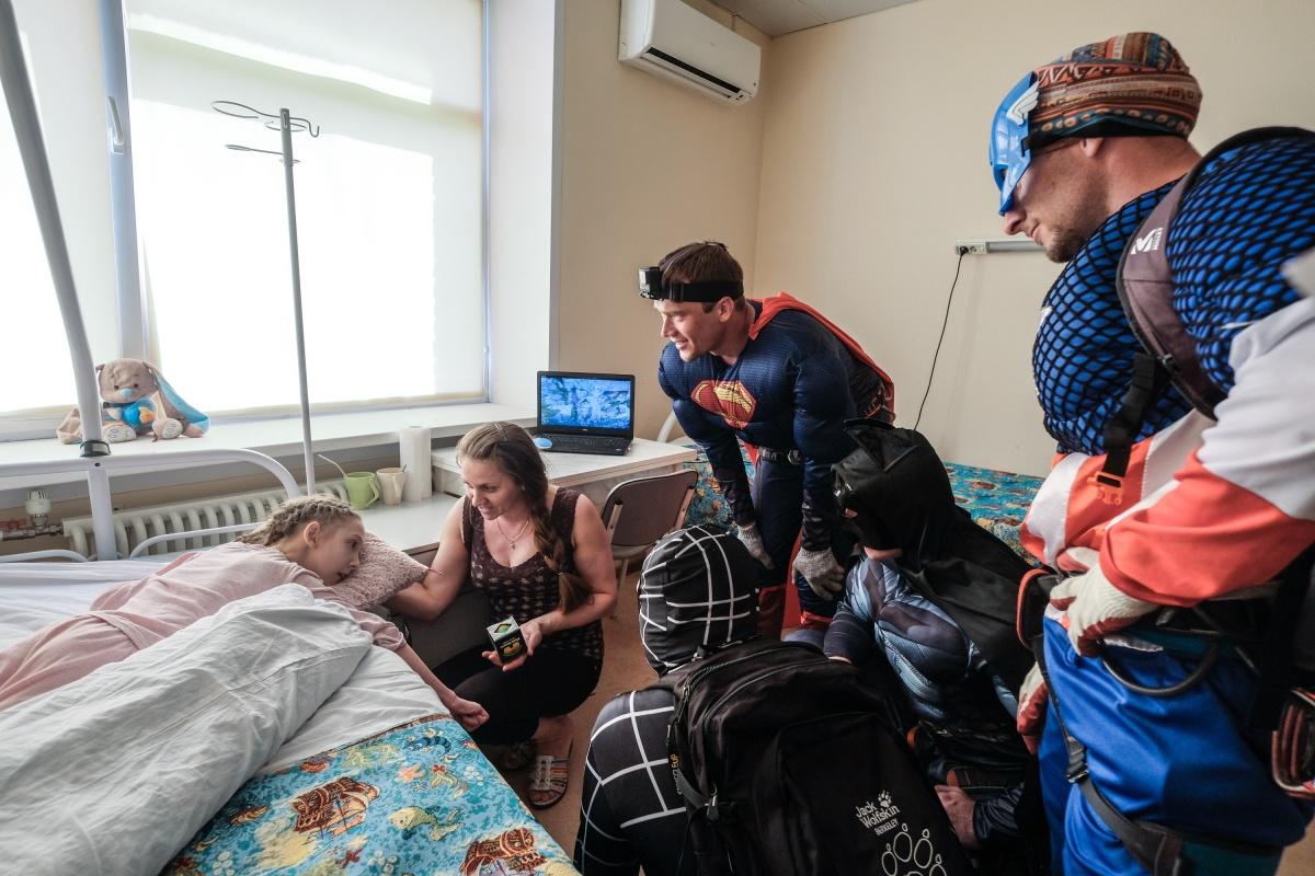 Дети, лежащие в больнице не один месяц, оказались самыми радостными и впечатлительными зрителями. Фото Ольги Бурлаковой