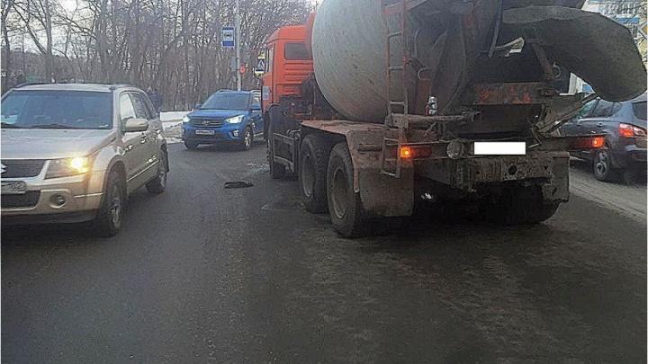 Массовое ДТП в Уфе: КАМАЗ протаранил две легковушки