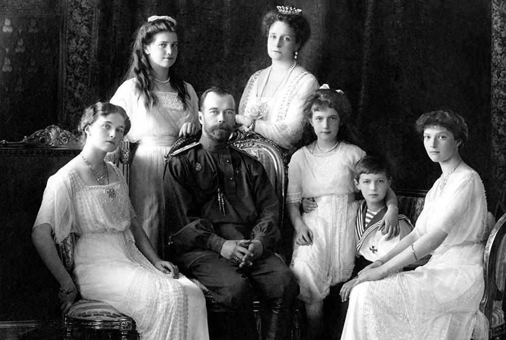 Фото царской семьи было сделано в 1913 году для открытки