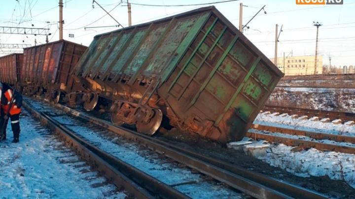 В Каменске-Уральском с рельсов сошли вагоны грузового поезда