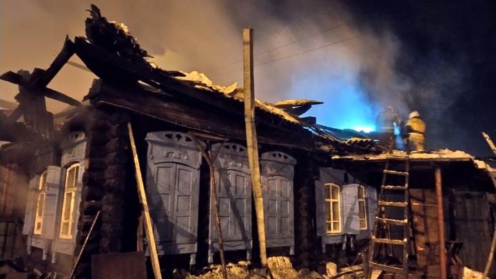 В Кургане за ночь сгорели два жилых дома. Есть погибшие