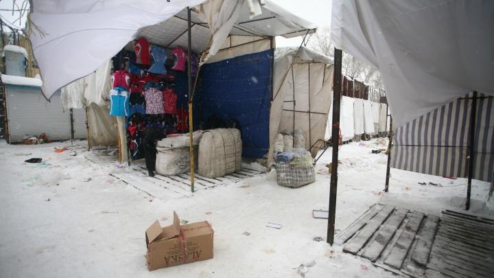 Дюжину мигрантов выдворят из страны после рейда около Хилокского рынка