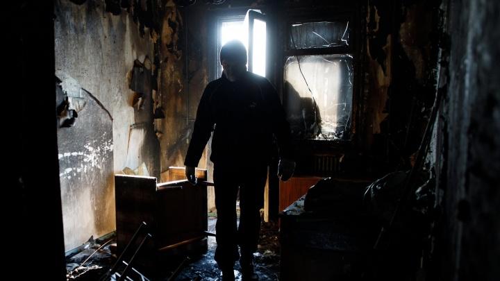 Спаслась чудом: пожарные вытащили из горевшего дома 72-летнюю волгоградку