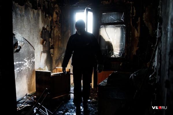 Эксперты устанавливают причину пожара