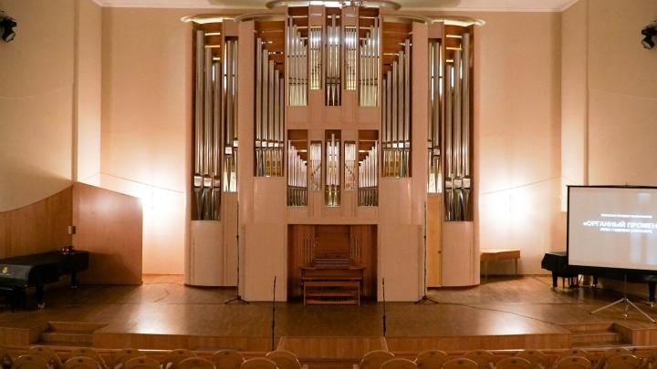 Внутри пермского органа есть целая комната. Мы заглянули внутрь и сняли видео