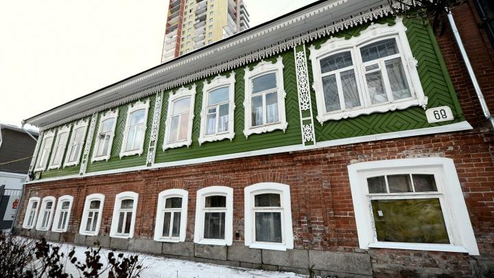 Волонтёры отреставрировали старинный дом на Вайнера и заложили в его стену капсулу времени