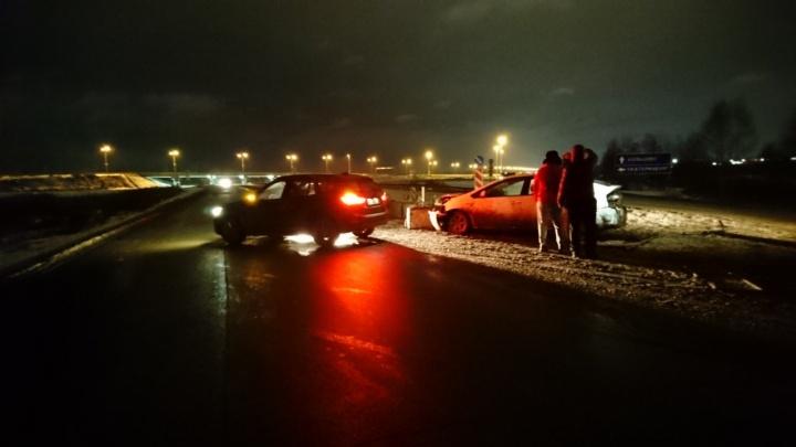 На ЕКАД два водителя попали в ДТП на одном и том же месте. Разбираемся с автоэкспертом, кто виноват