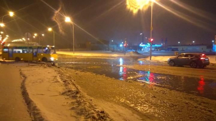 «Вода постоянно прибывает»: на Сортировке образовалось коммунальное море
