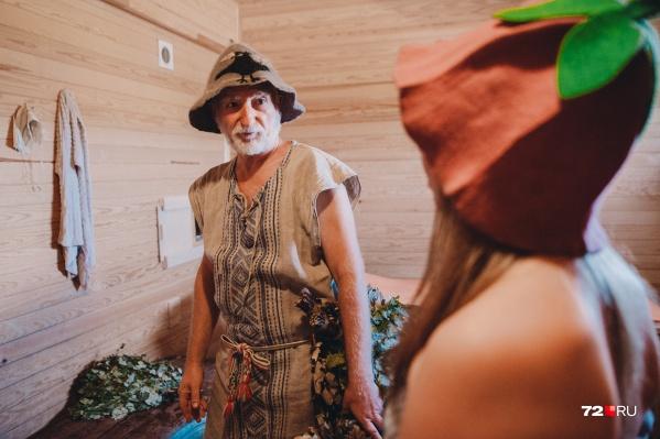 Все секреты мы выведали у Виктора Иванюка, профессионального банщика. Что он рассказал нашей коллеге Юлии Мальцевой (да, это она стоит на фото в смешной банной шапочке) — читайте ниже