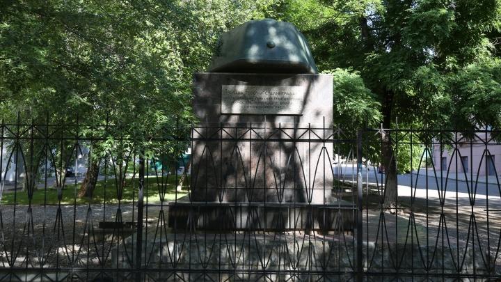 «К памятнику доступа нет»: ВолгГТУ закрыл забором от волгоградцев танковую башню героев Сталинграда