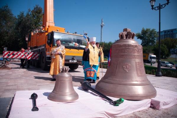 Церемония прошла напротив самого храма