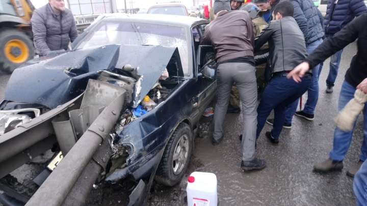 Водитель, протаранивший отбойник на Стреле, находится в реанимации