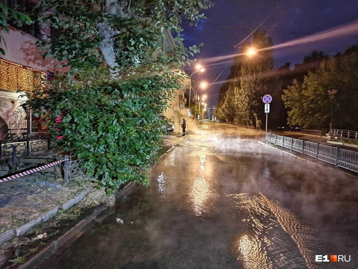 Вода затопила улицы Воеводина и Малышева