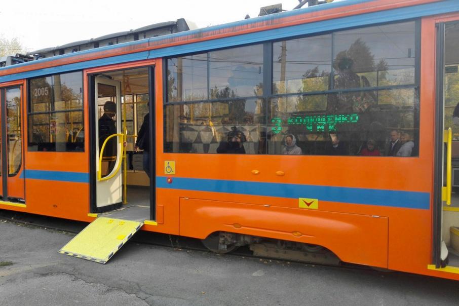 До 2020 года в городе появятся ещё 75 автобусов и 24 трамвая с низким полом