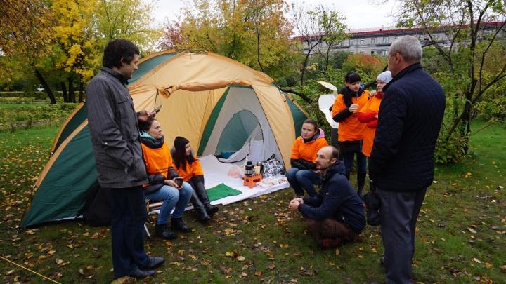 Спустя сутки проживания в палатках дольщики добились встречи в правительстве