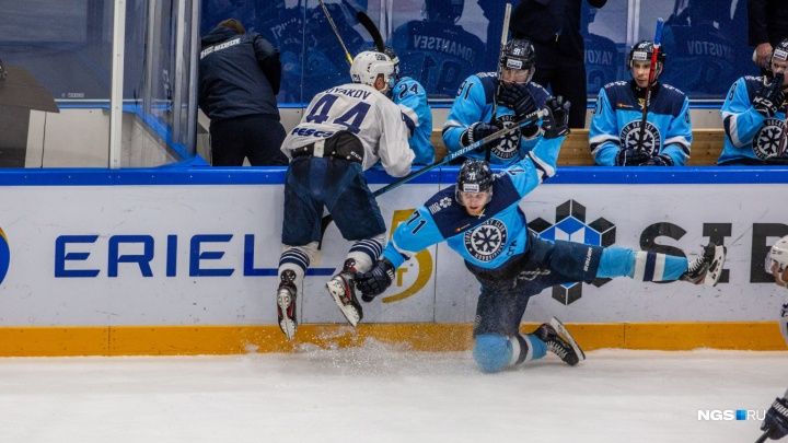 Ещё одно поражение: хоккейная «Сибирь» уступила «Адмиралу»