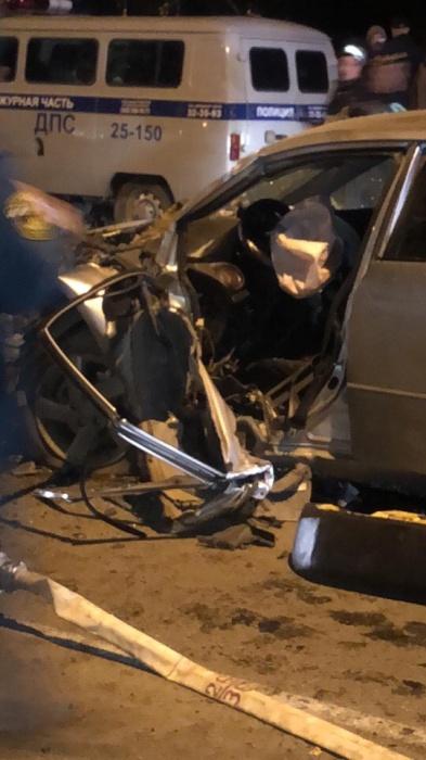 Из искореженной Mazda водителя пришлось извлекать с помощью спецтехники