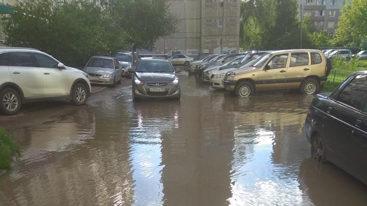 Жители многоэтажки в уфимском Сипайлово утонули в собственном дворе
