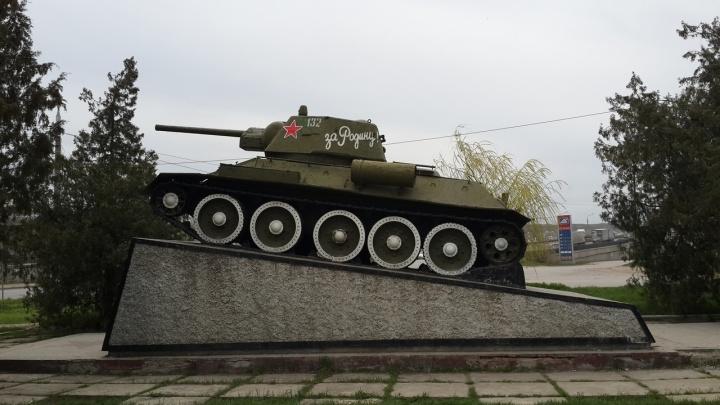 В Волгограде у судоверфи облагородят памятник Т-34 за два миллиона рублей