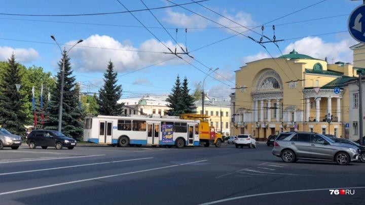 «Людей высаживали на проезжую часть»: в Ярославле встали троллейбусы четырёх маршрутов