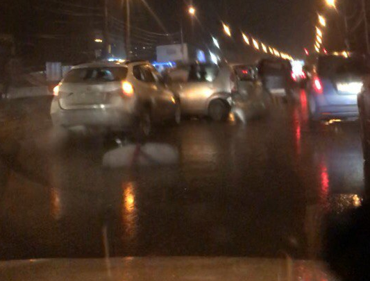 Серьёзная авария на Большевистской: в ДТП попали 3 автомобиля