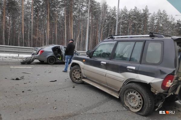 УChevrolet разбита передняя часть кузова, у Mitsubishi — задняя