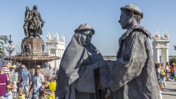 Александр Невский, Пётр I и стрельцы: волгоградка рассказала о живых скульптурах