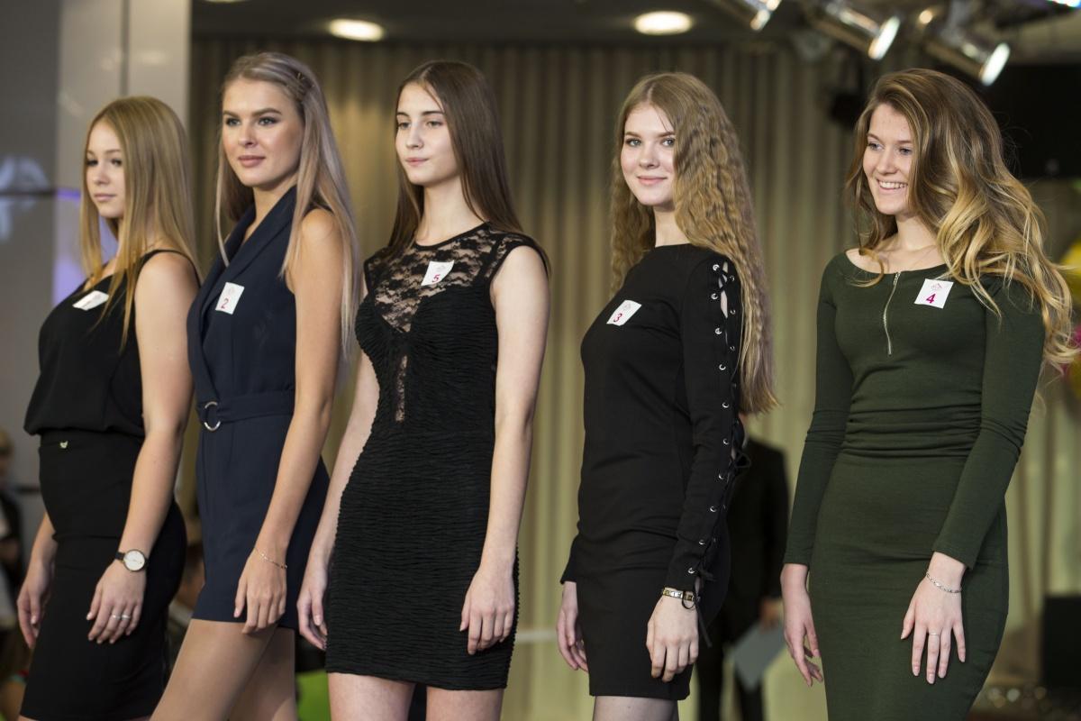 Из 50 девушек жюри отобрало 10 самых красивых