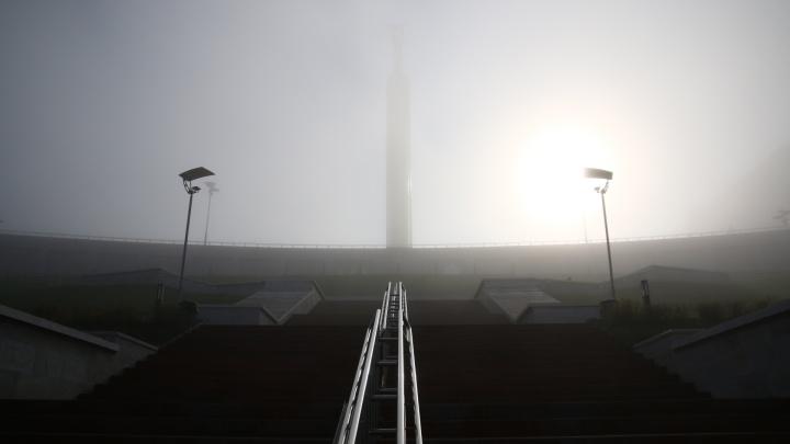 «Паниковского» и Волгу не видно: центр Самары окутал густейший туман