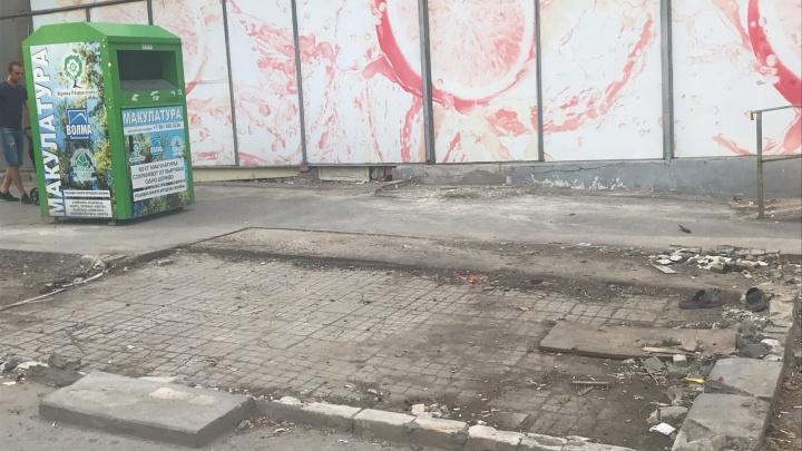 «Все стабильно — сплошное уродство»: павильоны в Волгограде сменили «убитый» асфальт и мусор