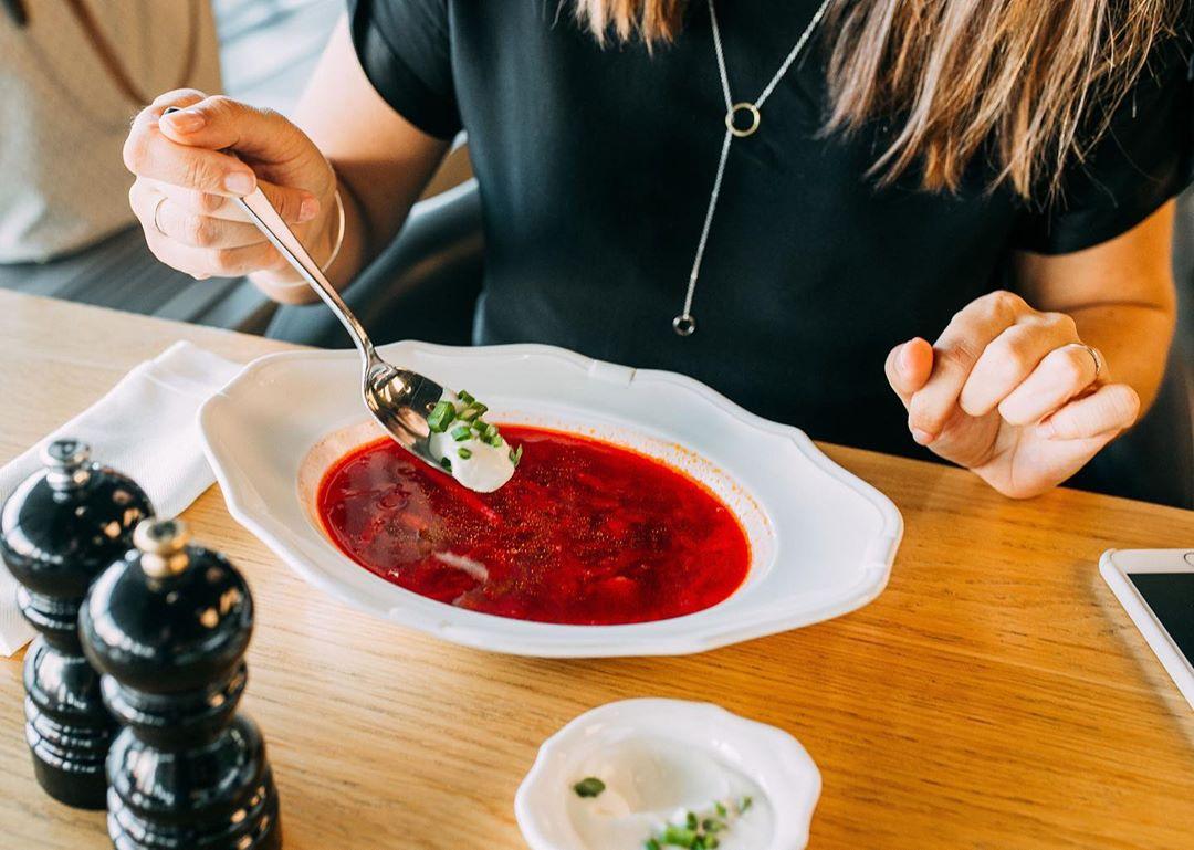 Открыто на обед: 10 кафе и ресторанов Екатеринбурга, куда можно сбегать на бизнес-ланч