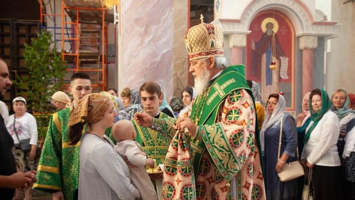 В лесах и зеленых одеждах: православные самарцы отмечают день рождения церкви