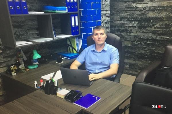 Дмитрий Лакида служил в ФСБ с 2002 по 2017 годы и был уволен по статье за невыполнение условий контракта. Сам он считает, что был уволен за принципиальность, и готов это доказать