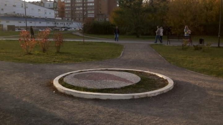 «Жалкое зрелище»: помпезно открытую площадь почётного донора за 3 года забросили и забыли