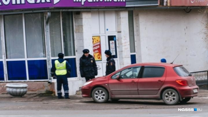 В день приезда Путина жильцам дома на Красном Пути запретили выходить на балконы и открывать окна