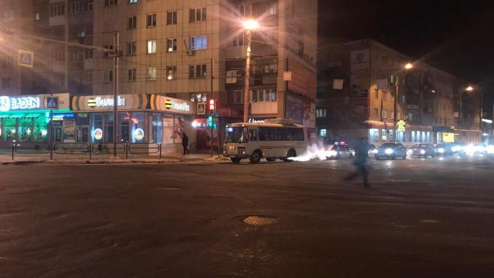 В Кургане ПАЗ сбил пенсионерку, переходившую дорогу по светофору