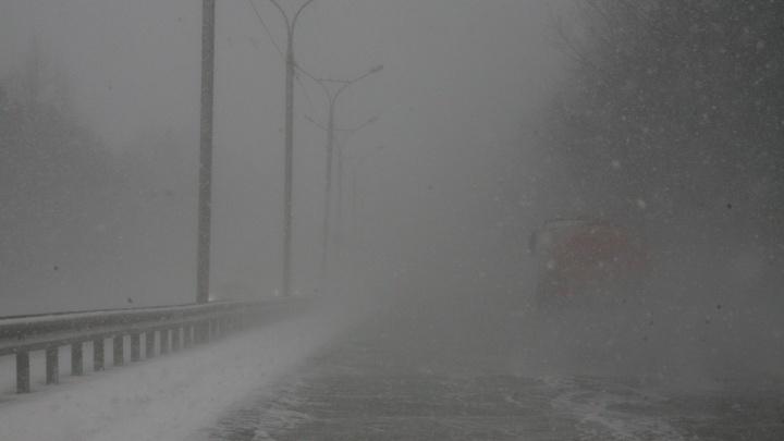 Под Новосибирском столкнулись 4 машины: два человека в больнице (новость обновляется)