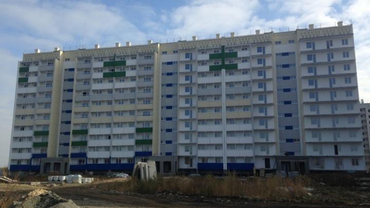 «Боимся остаться без отделки»: дольщикам «Квартала у озера» сдвинули срок передачи жилья