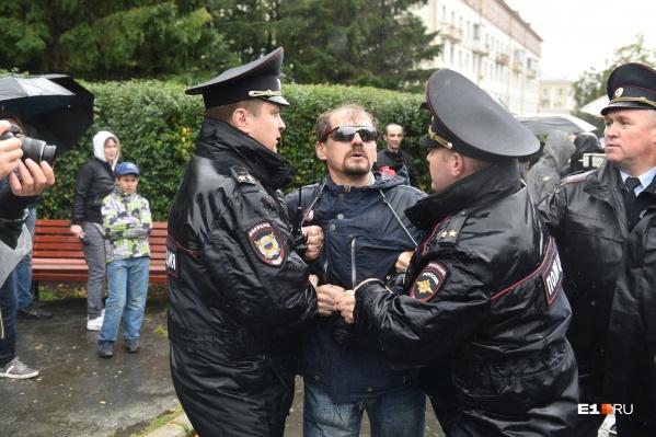 Десятки человек, задержанных на митинге против пенсионной реформы, вечер 9 сентября провели в полиции