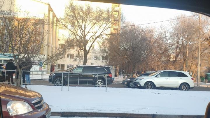 Шла на красный: в центре Тюмени Lexus сбил младшеклассницу