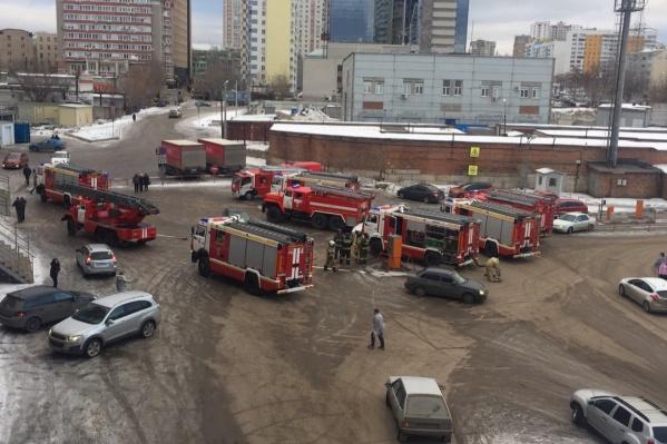 В ТЦ работали несколько пожарных расчетов