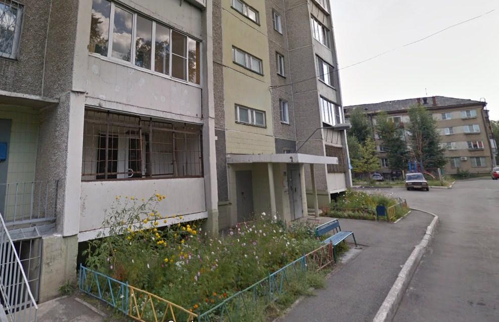 Окна квартиры были распахнуты из-за жары